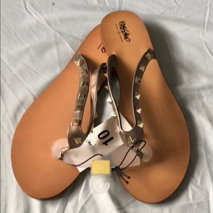 576fed87a ... ❗️NWT❗️Mossimo by Target Stud Pewter Flip Flops ...
